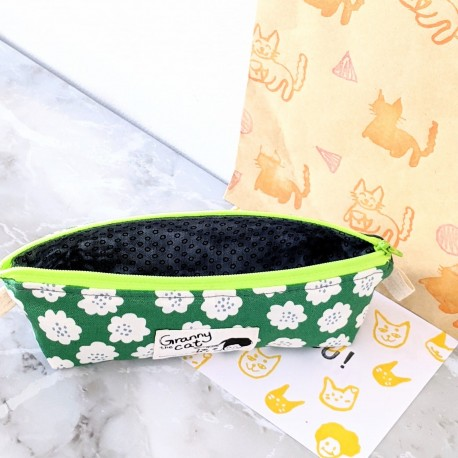 Granny.thecat Pen Pouch - White Flower